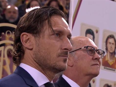 לפני המשחק קיימה רומא טקס בו הכניסה את פרנצ`סקו טוטי להיכל התהילה של המועדון. כוכב העבר זכה לכבוד מהאלפים ביציעים ומכוכבי העבר שהגיעו לטקס
