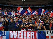 הקהל הצרפתי מתעורר ומנסה לדחוף את הנבחרת שלו (Getty)