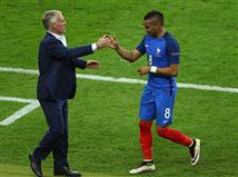 אליפות אירופה 2016 נפתחה בצורה סוערת. צרפת הייתה רחוקה דקות ספורות מתיקו שהיה שולח אותה מאוכזבת להמשך הטורניר ואת העיתונאים להשחיז את הביקורות שלהם על הנבחרת של דידייה דשאן. אבל אז הגיע דימיטרי פאייט, קבע 1:2 והכל השתנה.