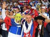 קוצקה, שקרטל, וייס ומאק הם שחקני סלובקיה שצריכים להיזהר מספיגת צהוב שימנע מהם לשחק במשחק האחרון בשלב הבתים. אצל רוסיה המצב רגוע יותר, כשרק שניקוב נמצא בסכנה