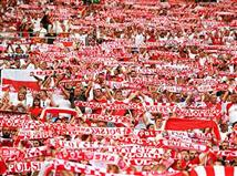 אי אפשר להתעלם מהאוהדים של פולין. פשוט הצגה של קהל הנשרים הלבנים