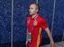 <STRONG>רגע לפני שמתחילים, נפתח עם שאלת טריוויה קלה למדי</STRONG>: מי הקפטן של נבחרת ספרד? טקבקו! (רמז: זה לא האיש שבתמונה)