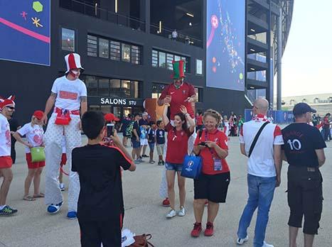 מי שבטירוף לקראת המשחק, ואפשר להבין אותם, הם אוהדי פולין. הנבחרת שלהם מופיעה לראשונה ברבע הגמר. אגב, פורטוגל היא הנבחרת היחידה מאז יורו 1996 שהופיעה בכל טורניר במעמד הזה